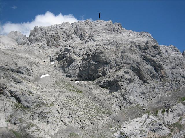 Rutas Montaña Asturias: Vista del Llambrión desde el Refugio de Collado Jermoso