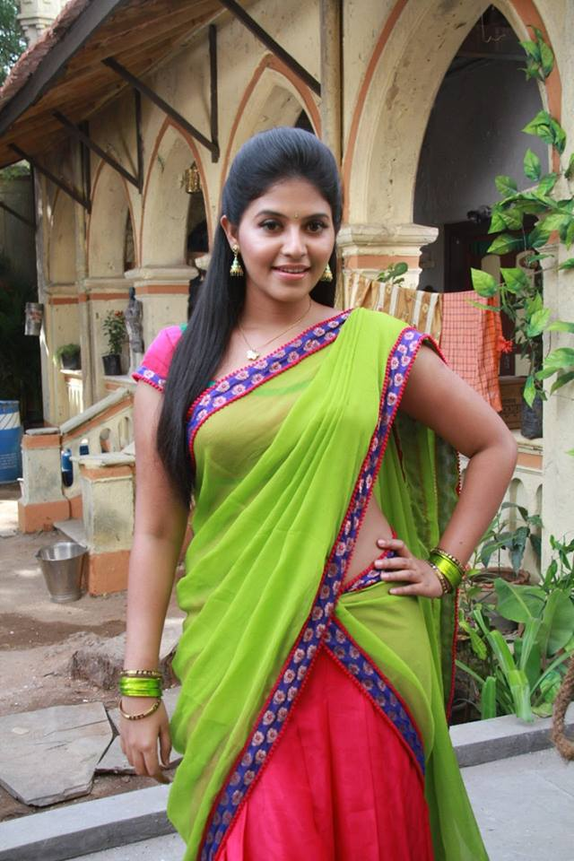 Anjali in green half saree in Madha Gaja Raja movie
