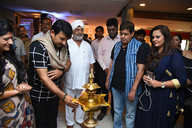 Manoj Tiwari innaugurating the exhibition Celebrating Vivaha