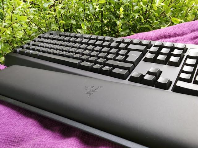 Razer Blackwidow Chroma V2 Yellow Switch Keyboard Gadget
