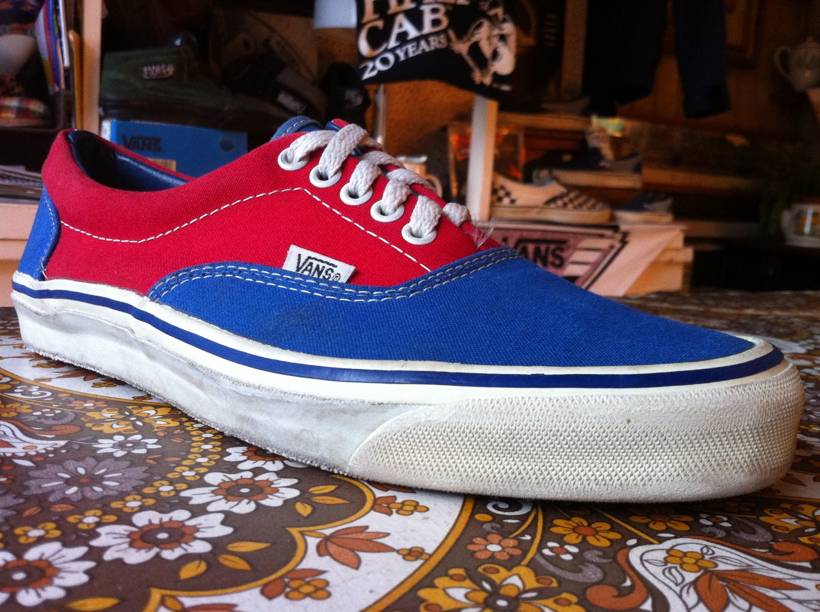 theothersideofthepillow vintage VANS 2tone red  blue