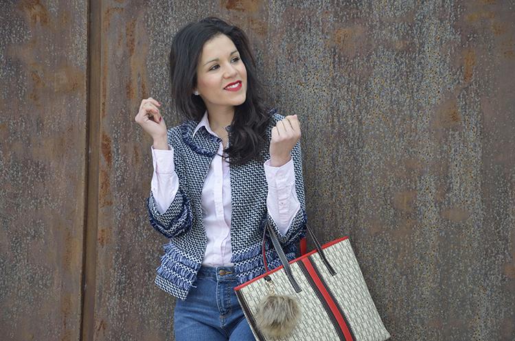 jeans-sneakers-print-jacket-navy-tweed-look-trends-gallery-outfit-carolina-herrera