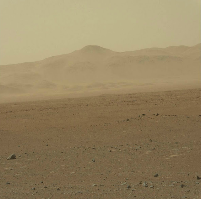 صور حديثة 2012 لسطح كوكب المريخ 0_8f3d6_84fd0c96_ori