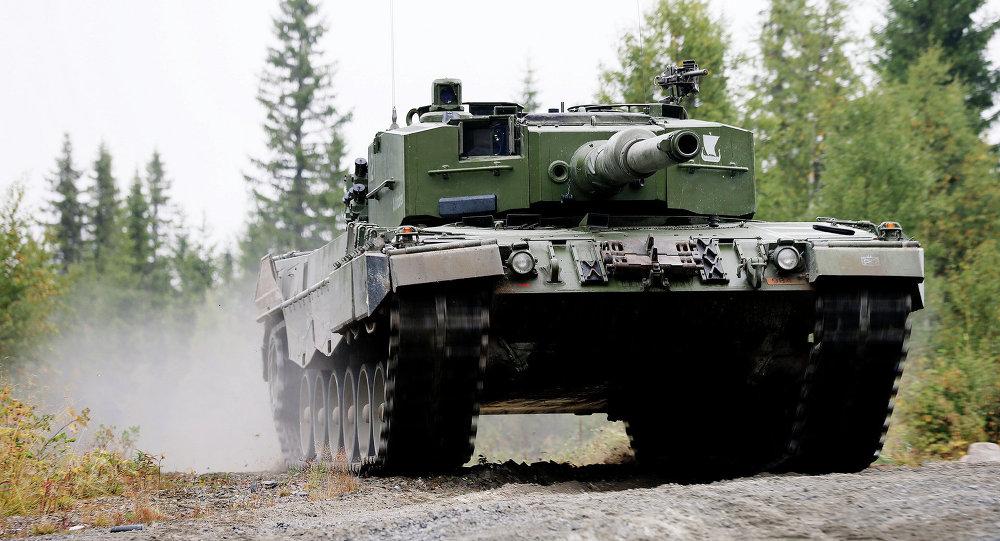 Leopard 2 ισοπεδώνει αυτοκίνητα σε ευρωπαϊκό διαγωνισμό! (βίντεο)