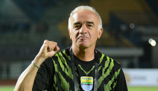 Pelatih Persib Koreksi Nama Lengkapnya: Roberto Mario Carlos Gomez