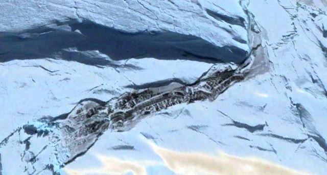 Что-то странное показалось из под Антарктического ледяного покрова