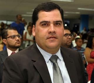Alagoinhas: Professores realizam campanha #Farofica contra saída do secretário Fabricio Faro
