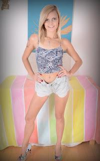 大笨蛋 - Sexy Naked Girl Madison Hart - 1