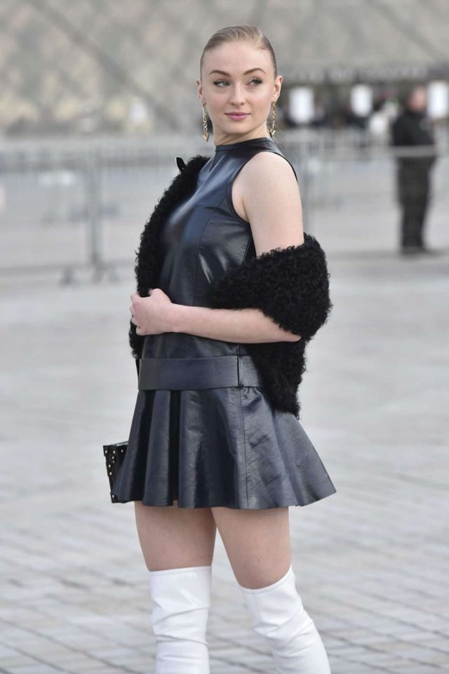 HOT Sophie Turner At The Louis Vuitton Show 2017