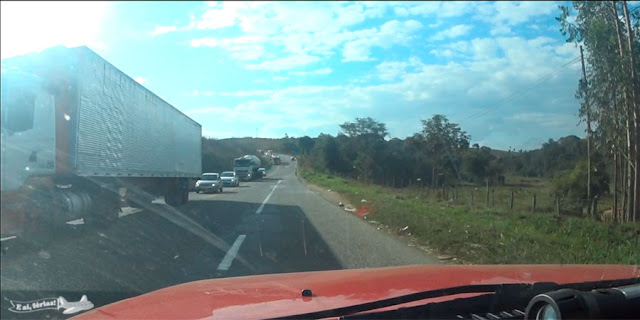 BR-381, muitos caminhões na estrada