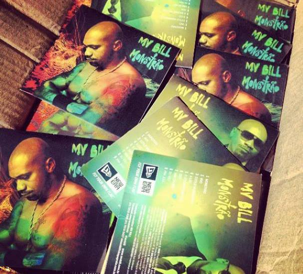 Com patrocínio da New Era Brasil para a impressão de cinco mil cópias do CD  que serão distribuídas durante o tour do disco d4812216f114a