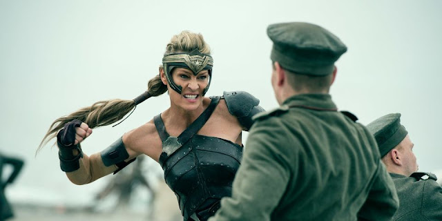 Antiope (Robin Wright) dans Wonder Woman, réalisé par Patty Jenkins (2017)