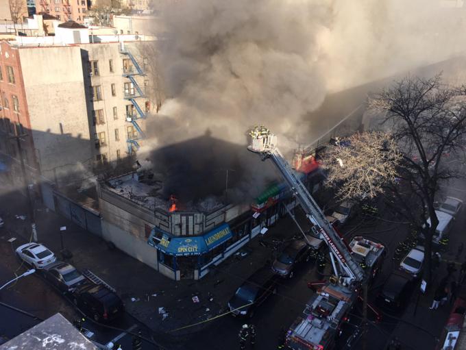 NY: Incendio acaba con varios negocios de El Bronx