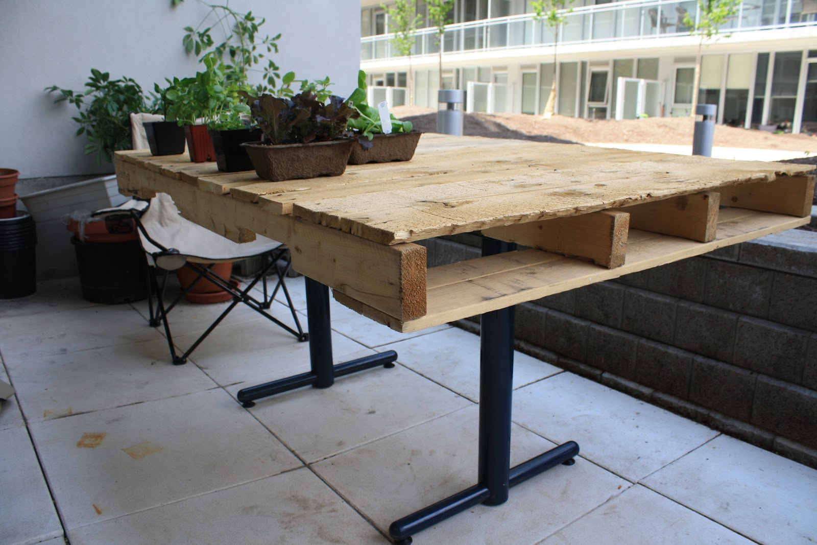 Wooden Pallet Table Or Diy Student Furniture