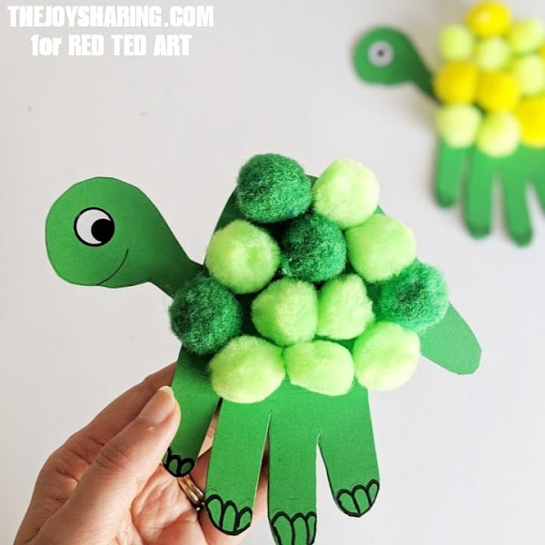 Easy turtle handprint art and craft for father's day.