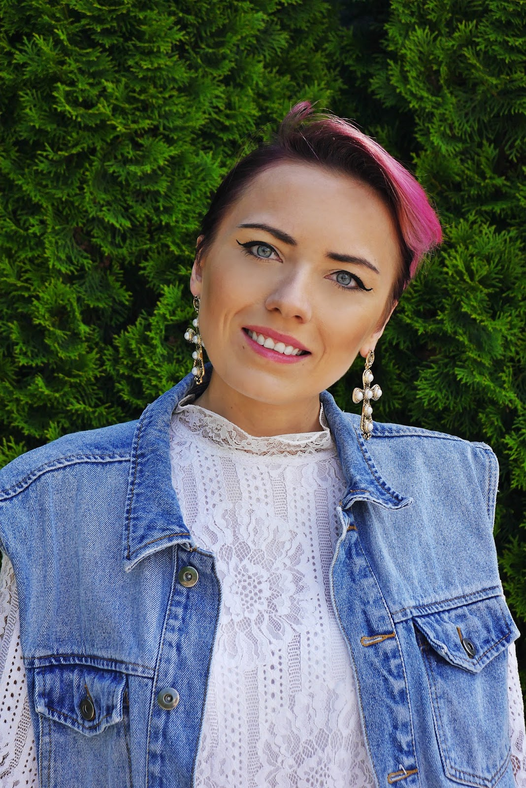 sukienka_koronkowa_kamizelka_jeansowa_torebka_gamiss_karyn_blog_220617agh