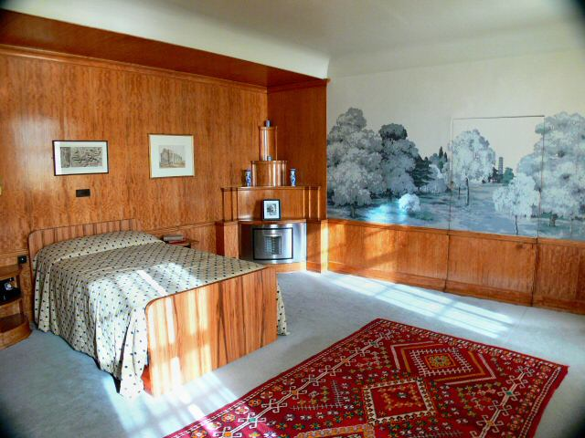his bedroom with wonderful wall frieze