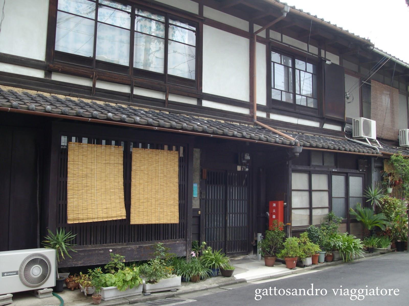 Gattosandro viaggiatore travel blog le 5 citt for Case tradizionali giapponesi