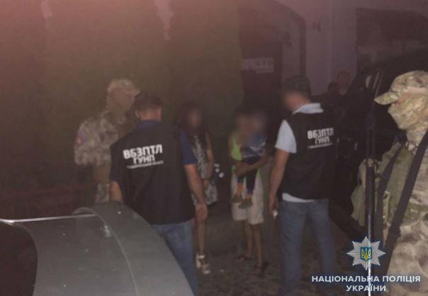У Мукачеві поліція затримала жінку, яка намагалася продати за $2,5 тис свого трирічного сина