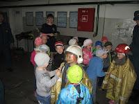 (ФОТО)Дети примеряли боевую одежду пожарных