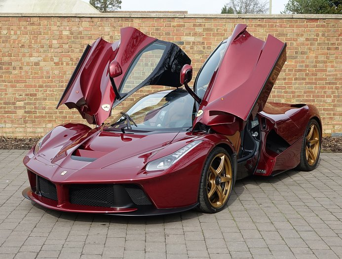 get it while you can 3 4 million laferrari in rosso rubino is a rare breed carscoops. Black Bedroom Furniture Sets. Home Design Ideas