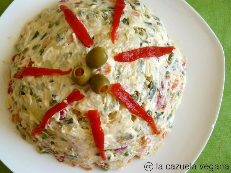 Ensaladilla rusa vegana la cazuela vegana alimentaci n - Como decorar una ensaladilla rusa ...