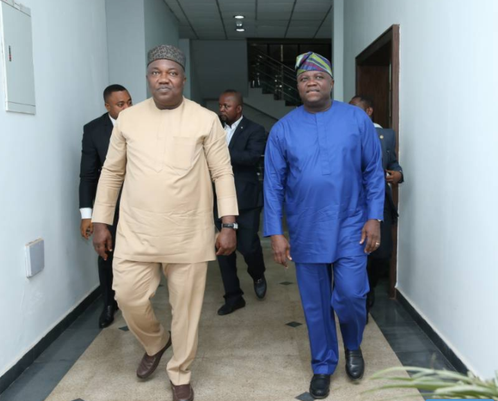 Gov. Ambode pays courtesy visit to his Enugu State counterpart, Gov. Ugwuanyi at Government house, Enugu
