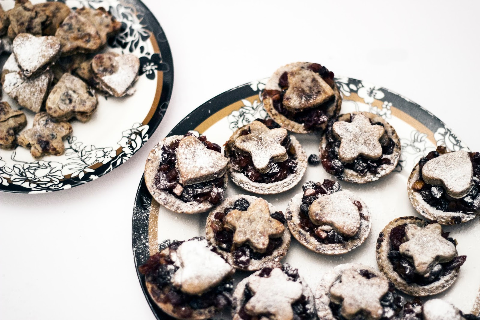 http://www.thewhimsicalwildling.com/2016/12/healthy-mince-pies-vegan.html