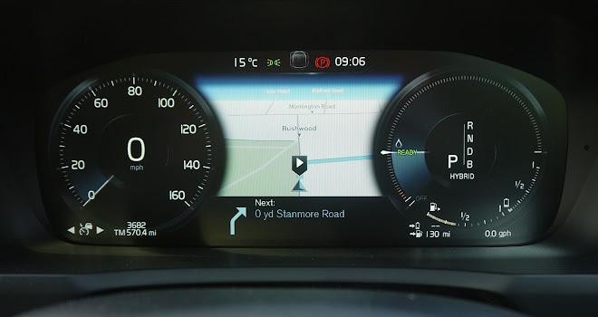 Volvo XC90 T8 instrument panel