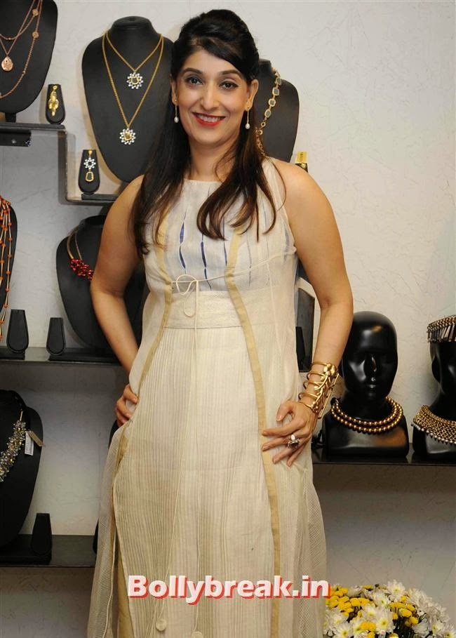 Azmina Rahimtoola, Vishakha Singh at Aparna and Azmina Host Summer Preview