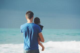 Un tată și copilul său - foto de Steven Van Loy - unsplash.com