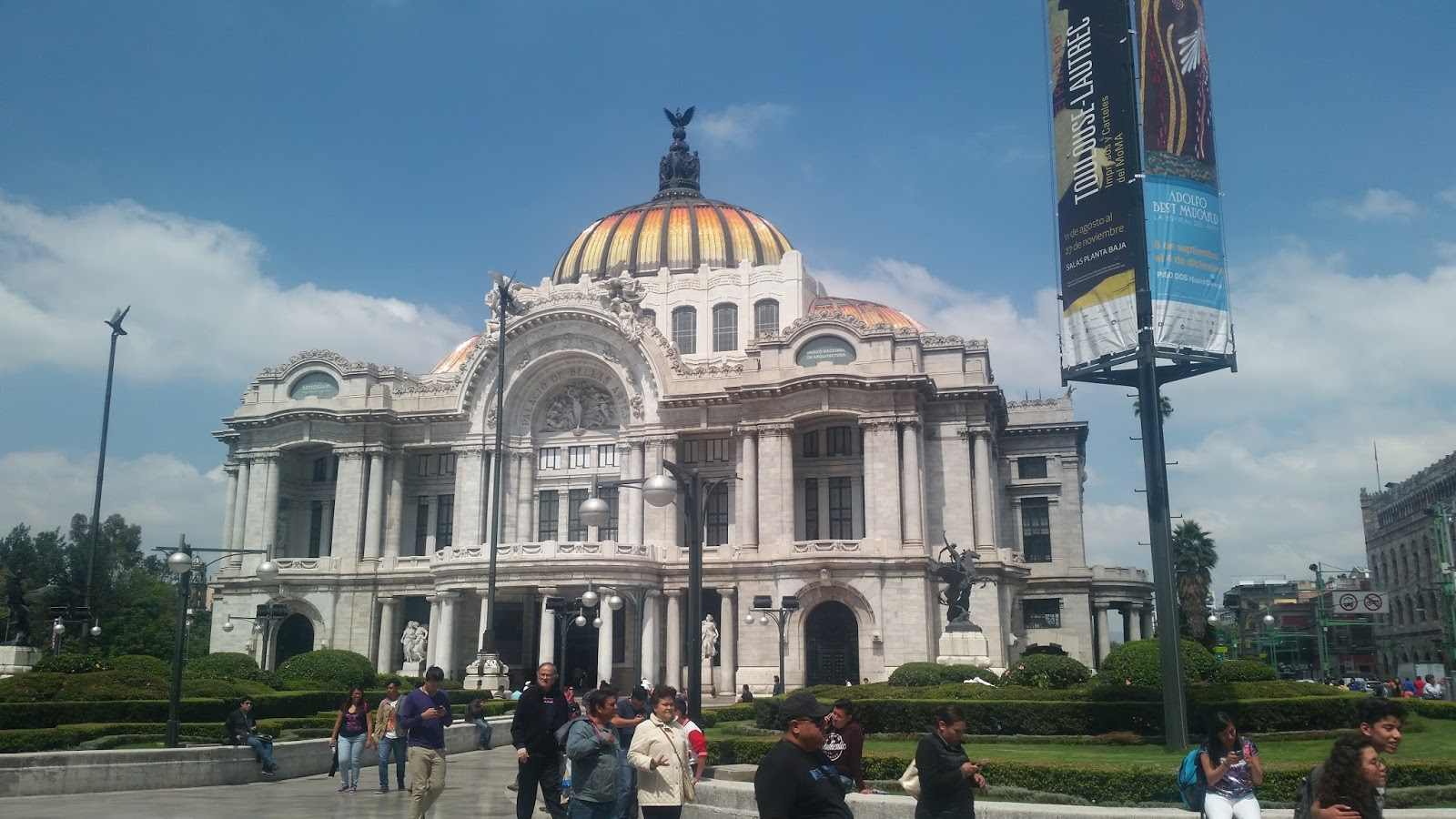 The restless voyager my mexico city ghosts for Sanborns bellas artes