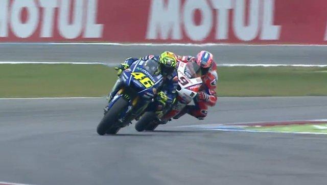 Video Duel Seru Rossi vs Petrucci di MotoGP Assen Belanda 2017