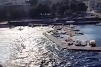 Απίστευτο! Πλοίο προκαλεί τσουνάμι και κατεδαφίζει προβλήτα!