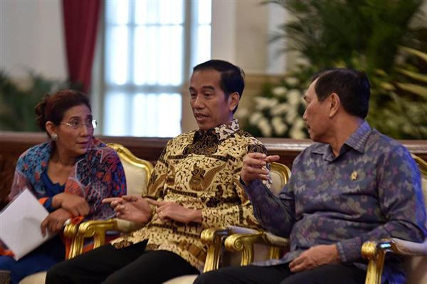 Soal Penenggelam Kapal, Pilihan Jokowi Berat: Pak Luhut atau Bu Susi