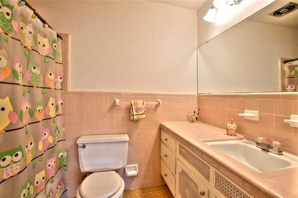 the pink bathroom in lotus house ii
