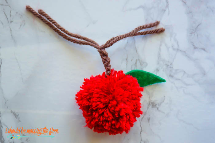 apple pom pom tutorial