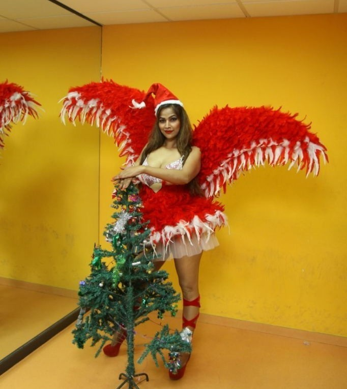 Tanisha Singh Merry Christmas Photos