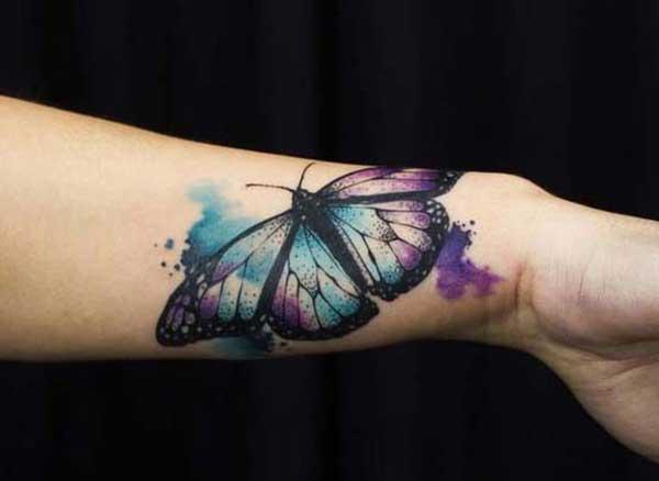 bilek renkli kelebek dövmesi watercolur butterfly tattoo wrist