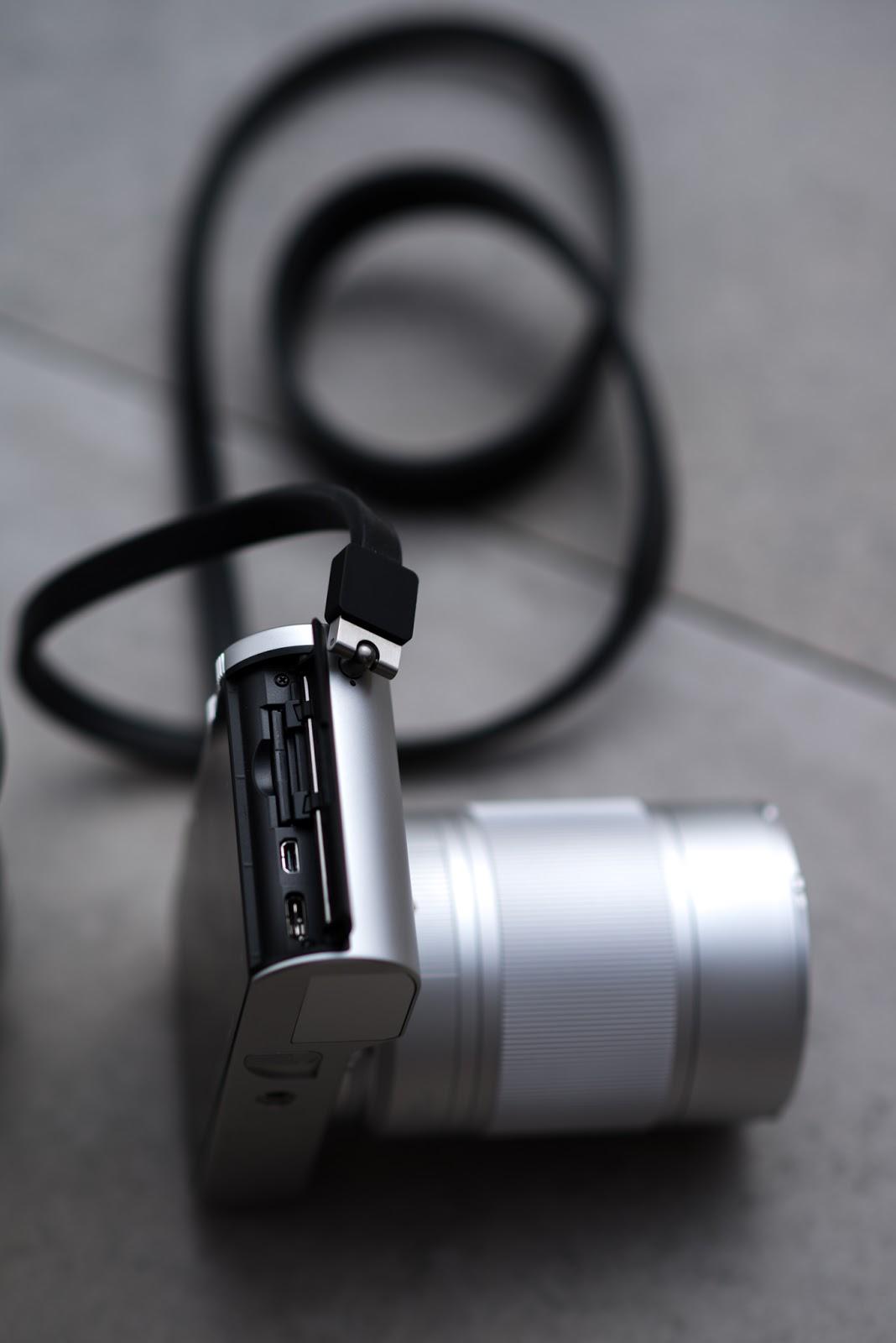 Отсек для карт памяти в Leica TL2