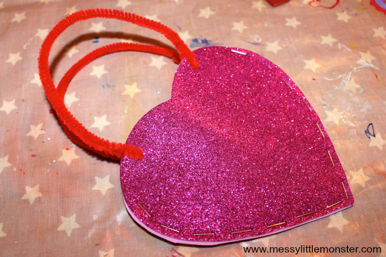 Easy Valentines Day heart bag craft for kids. Make a DIY treat bag from foam. Great for all ages from toddlers and preschoolers upwards. Would be a fun activity for a heart or love themed project or for Mothers Day.