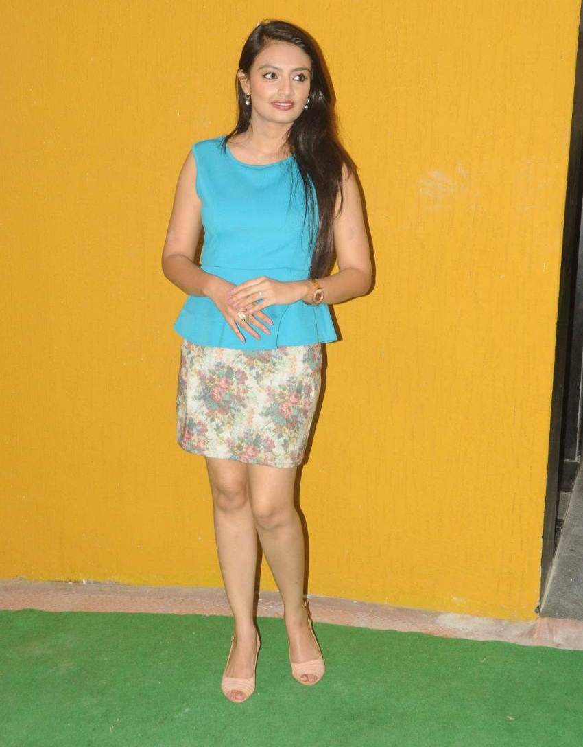 Telugu Model Nikitha Narayan Hot Legs Thighs Show Pictures