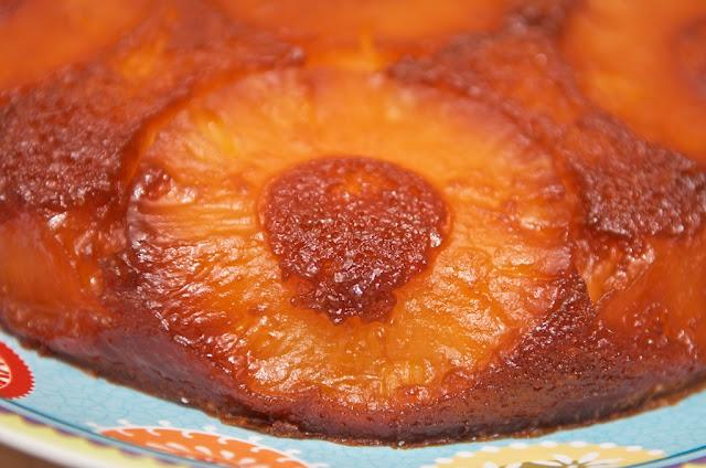 Ananas - Gâteau à l'ananas - Gâteau moelleux - Gâteau renversé à l'ananas - Pineapple - Dessert - Fruit exotique - Antilles - Rhum - Cuisine - Cooking - Pineapple cake - Cake - Food - Exotic - Cook