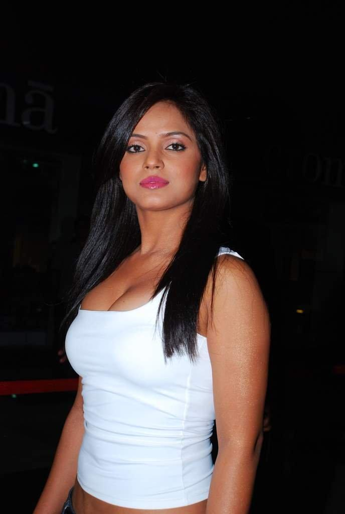Actresses Photos: Actress Neetu Chandra Images
