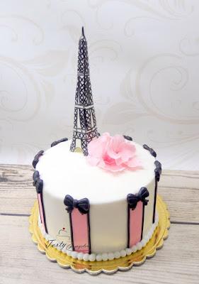 tort z wieża eiffla