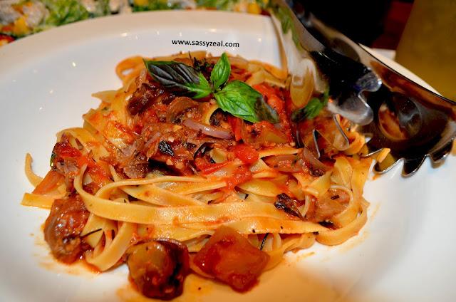 http://www.sassyzeal.com/2016/10/a-taste-of-italy-italiannis-restaurant.html