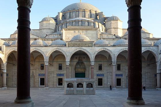 Mimar Sinan, halaman Masjid Süleymaniye, Istanbul, 1558