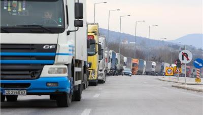 Βούλγαροι οδηγοί φορτηγών έσπασαν μπλόκα στον Προμαχώνα τα ξημερώμα