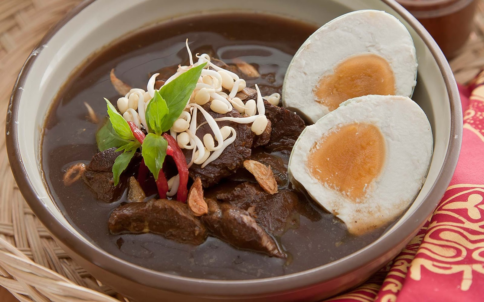 Or You Just Simply Has Some Beef Meat But Can Not Decide How To Cook It Well I Have A Recommended Recipe For You It Is Called Rawon Soup