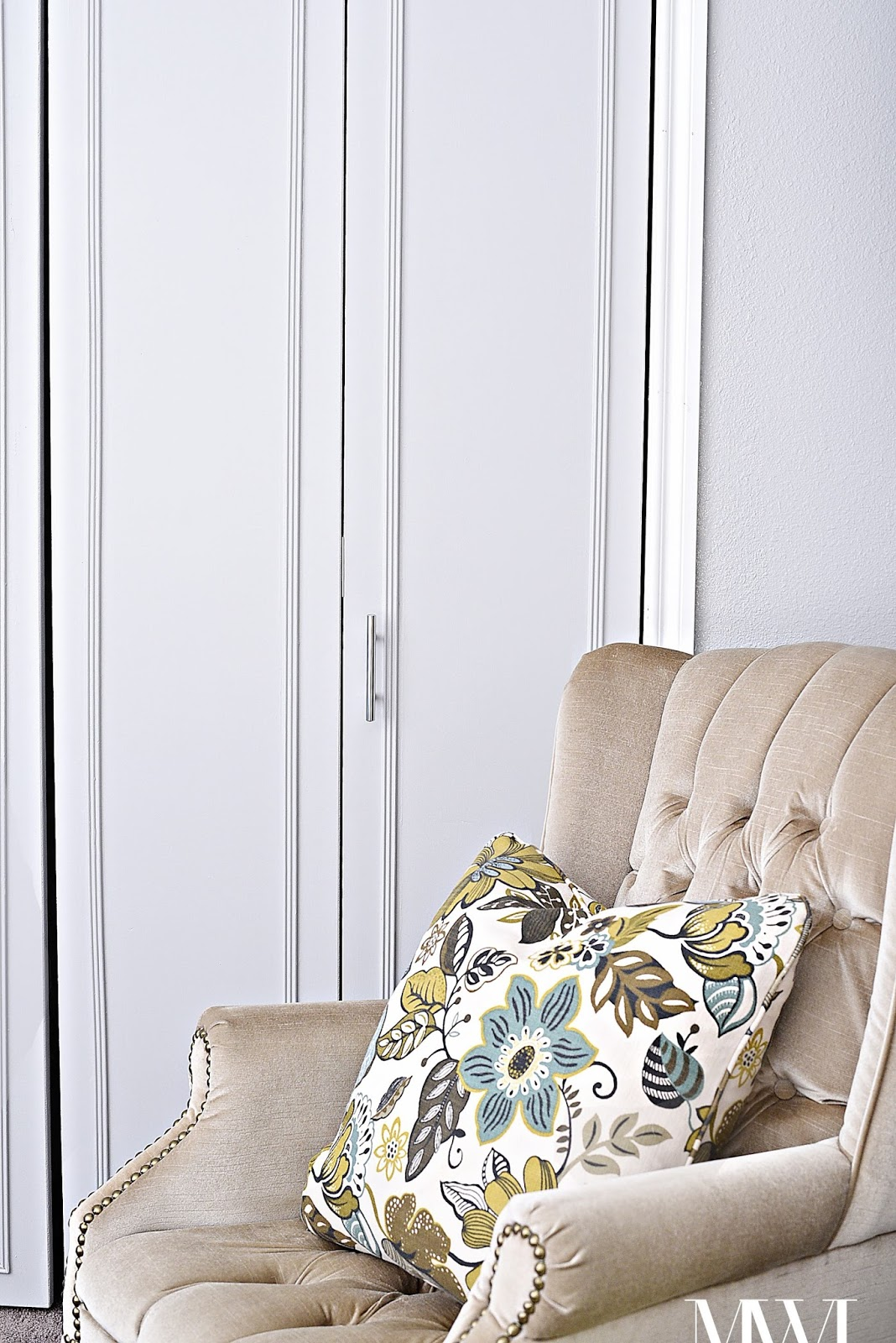 A step-by-step tutorial on how to update outdated, dark wood bi-fold closet doors! The end result is so pretty and timeless.